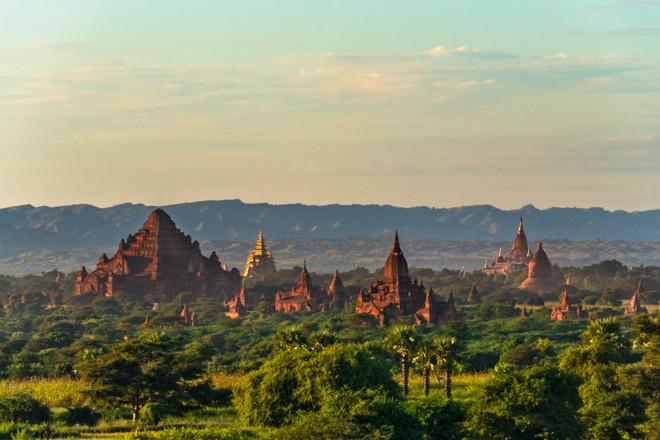 La mejor manera de contemplar los templo de Bagán (Myanmar) es subir a lo alto de uno.