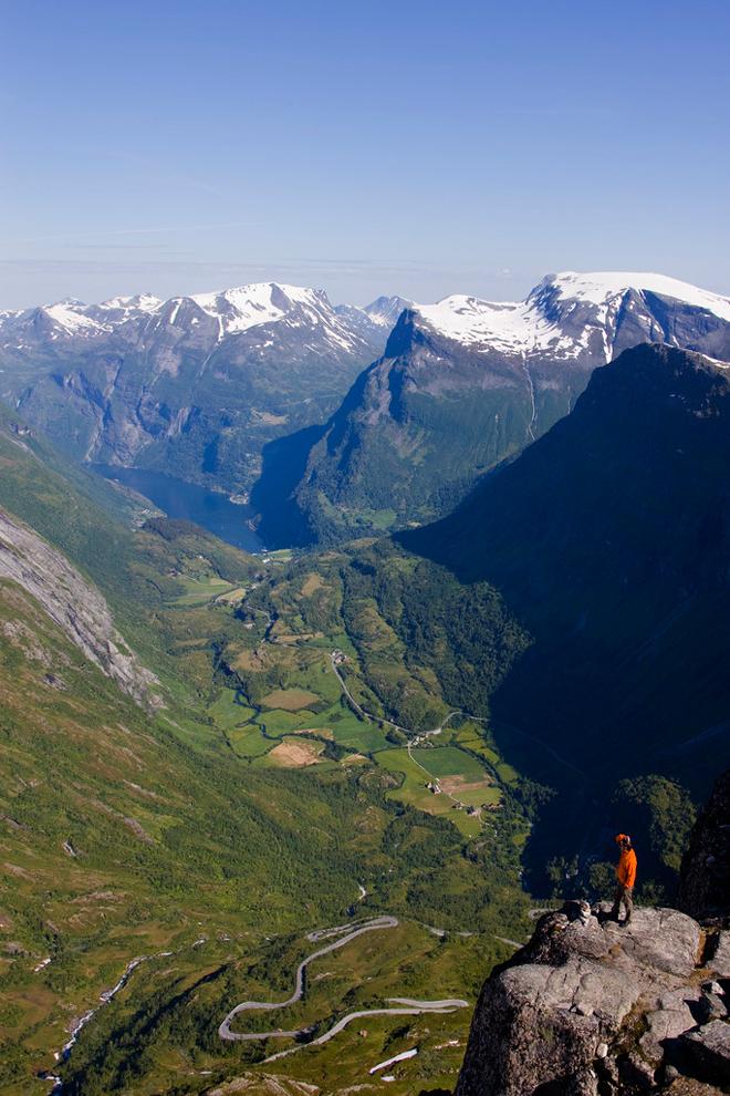 mirador-en-el-fiordo-noruego-de-geiranger