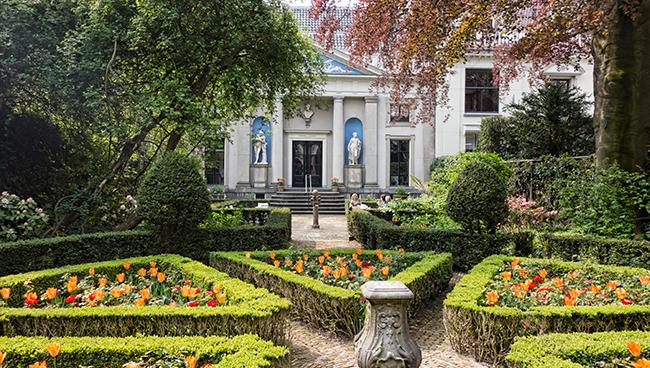 Amsterdam_-_Museum_Van_Loon_-_Gardens