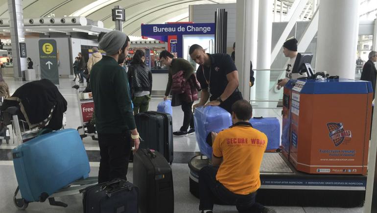 7a322e79d Ningún operario del aeropuerto la romperá. También se pueden utilizar  fundas protectoras y llamativas para la maleta.